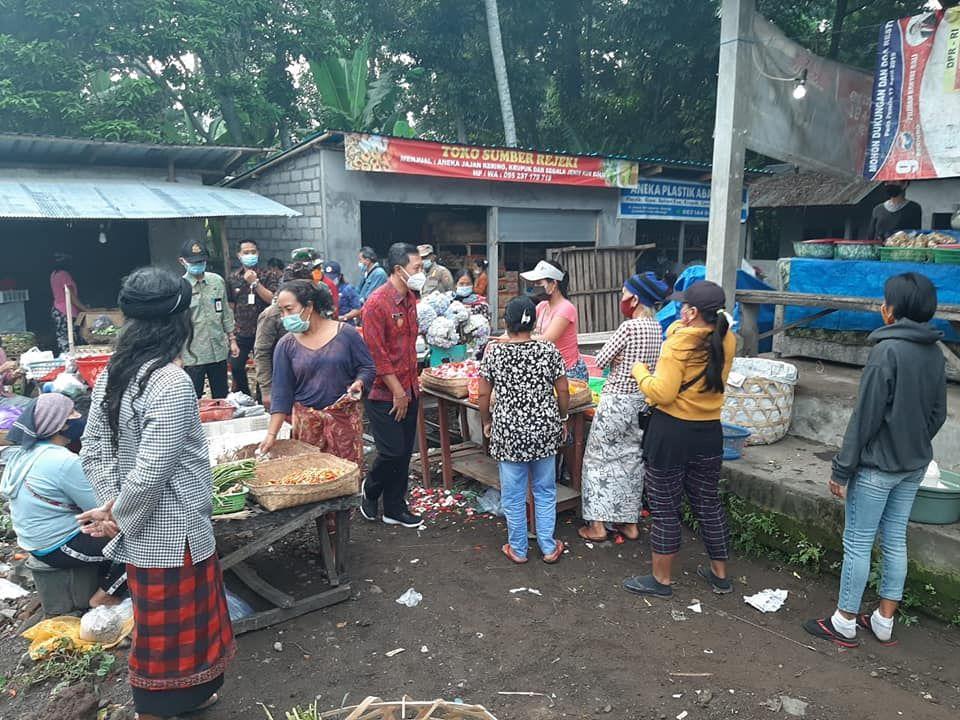 Dipantau, Penerapan Prokes di Pasar Desa Abang