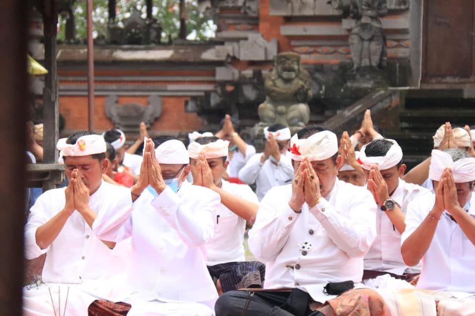 """Pamahayu Jagat Maguru Piduka lan Mabendu Piduka""di Tiga Pura Sad Kahyangan"