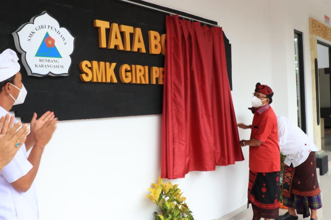 Gubernur Koster Resmikan Gedung SMK Giri Pendawa Bantuan Pemprov