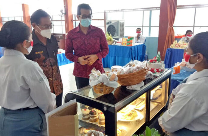 Students of Parada Vocational School Hold Exhibition