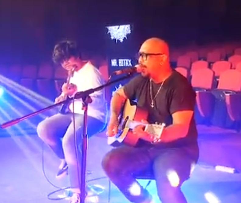 Mr. Botak Gugah Persatuan Lewat  Lagu
