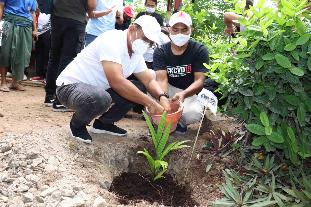 Wakil Bupati Buleleng Tanam Pohon di Bukit Gondol