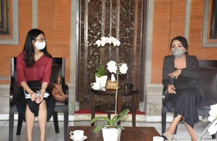 Mahasiswi IDB Denpasar Tampil di Ajang Paris Fashion Week