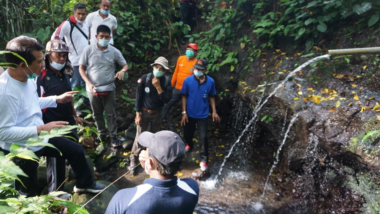 Bupati Suwirta Tinjau Lokasi Mata Air di Desa Manduang
