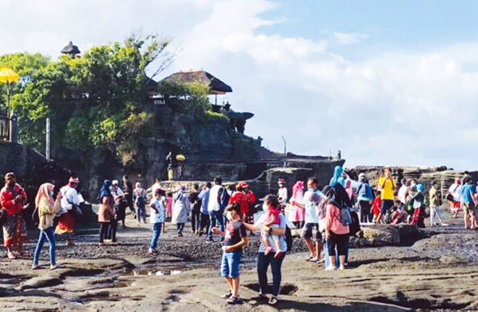 Come on Spend Holidays to Tanah Lot!