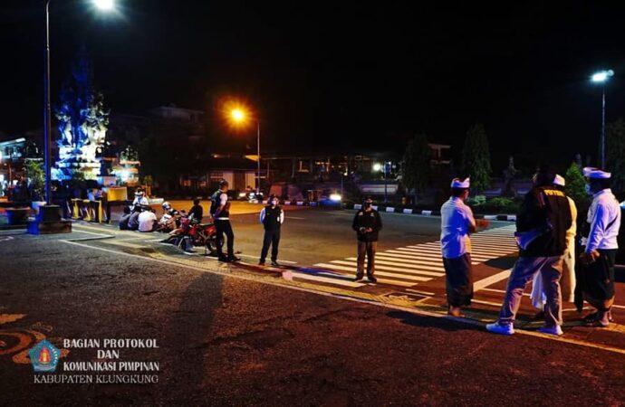 Bupati Suwirta Monitoring Situasi Hari Kedua Penerapan PPKM