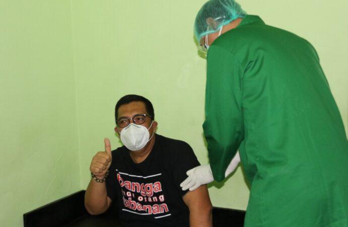 Wabup Sanjaya Awali Vaksinasi Covid-19 di Tabanan