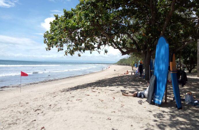 Saat PPKM, Durasi Dagang di Pantai Kuta Dibatasi