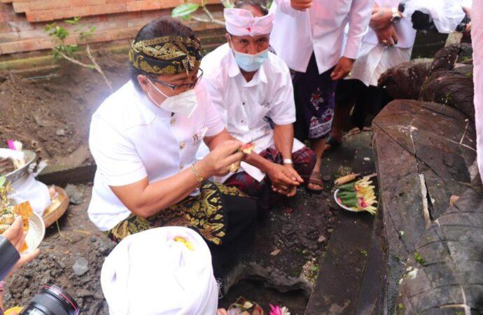 Karya di Pura Dalem Desa Adat Angantiga Petang
