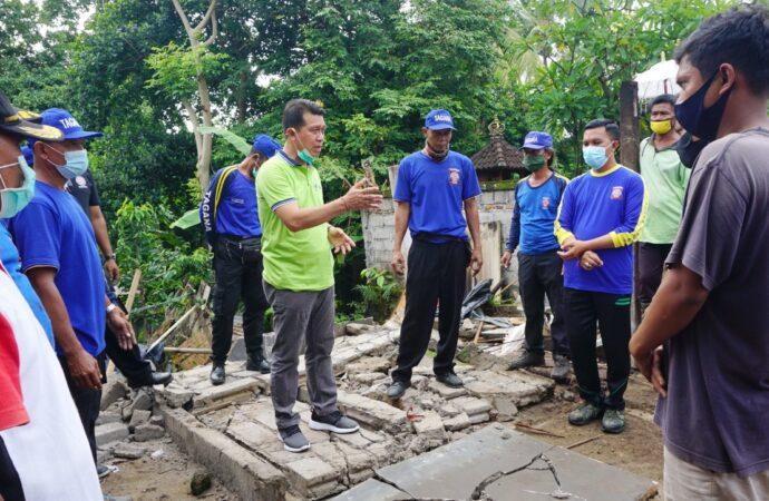 Suwirta Bedah Rumah di Banjar Kemoning