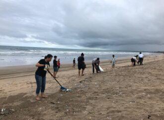Mari Bersihkan Pantai Legian dan Seminyak