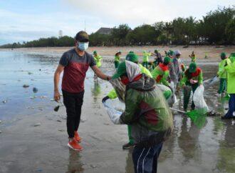 Ayo Bersama- sama Bersihkan Sampah di Pantai Kuta dan Legian