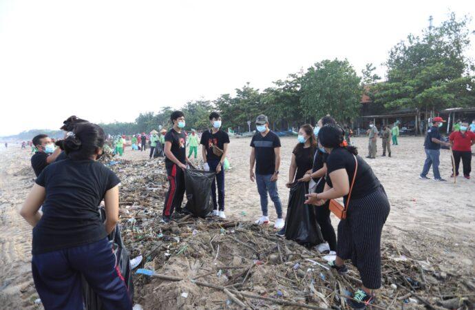 Mari Bersihkan Pantai Jimbaran