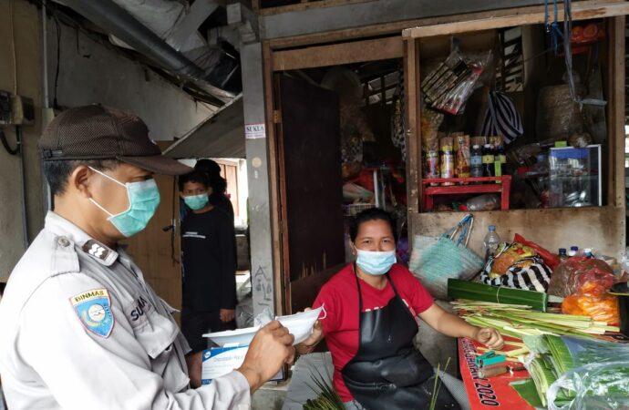 Pedagang dan Warga Dibagikan Masker dan Sosialisasi Prokes 6M