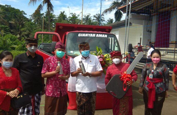 1 Unit Truk Sampah Untuk Desa Bakbakan