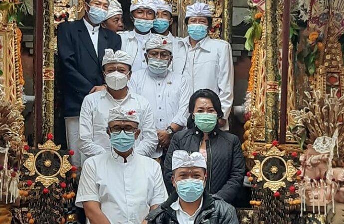 Bupati dan Wabup Bangli Hadiri  Puncak Karya Pujawali Di Pura Alas Arum