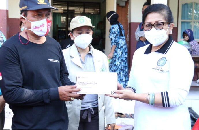 TP PKK dan PAKIS Bali Ulurkan Tangan untuk  Korban Kebakaran