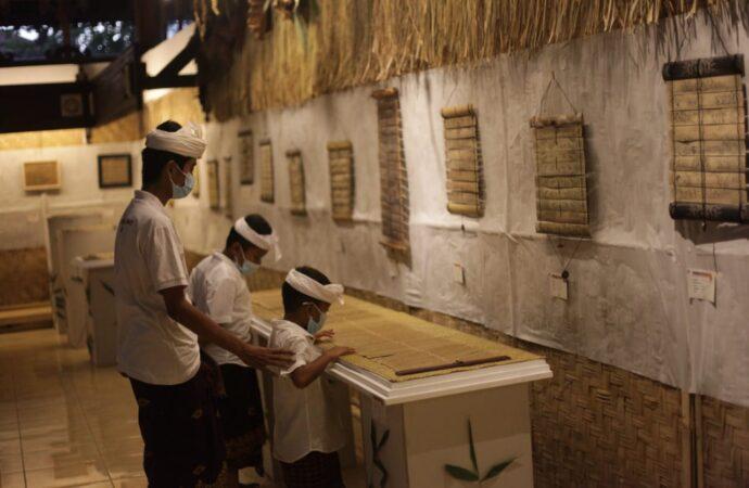 """""""Prasara"""" 89 Karya Lontar Prasi Disajikan di Gedung Kriya Taman Budaya"""