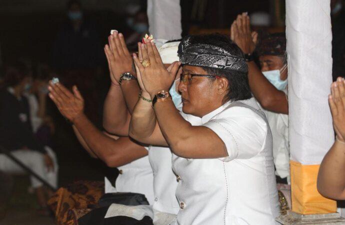 Piodalan Jelih di Pura Desa, Desa Adat Semanik