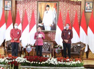 Resmi,  Penggunaan Pakaian Berbahan Kain Tenun Endek Bali