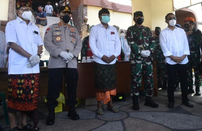 Panglima TNI dan Kapolri Tinjau Penerapan Prokes di Pasar Badung dan Kumbasari