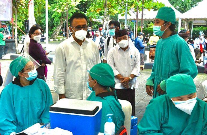 Vaksin Covid-19 Massal Untuk Nakes Denpasar