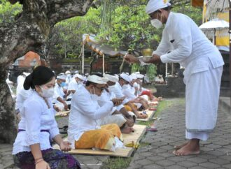 Persembahyangan Bersama di Pura Agung Jagatnatha