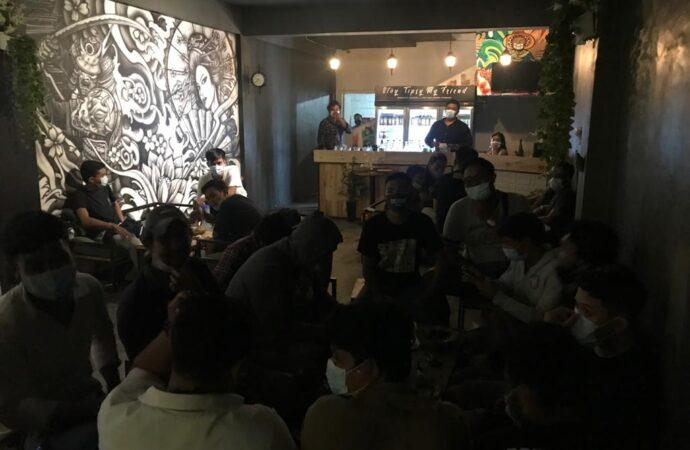 Kerumunan di Kafe Dibubarkan