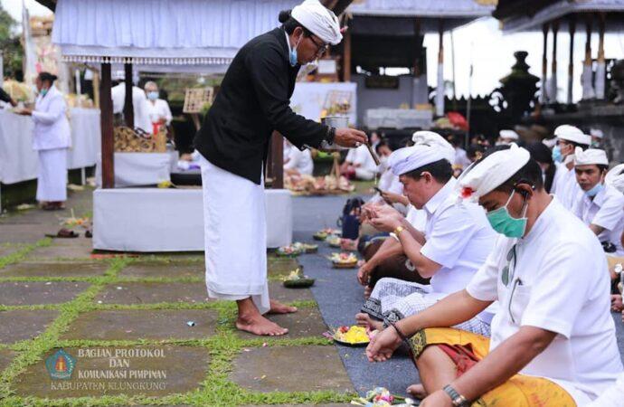 """Bupati dan Wabup Klungkung Hadiri Pucak """"Karya Betara Turun Kabeh"""""""