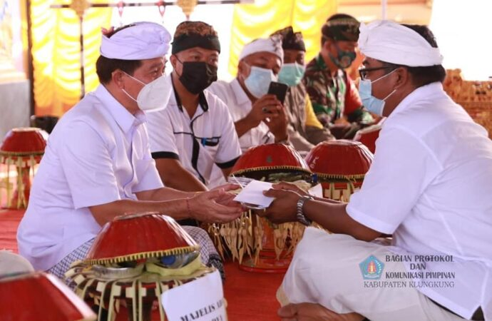 Bupati Suwirta Hadiri Pasupati Awig-awig Desa Adat Pancingan