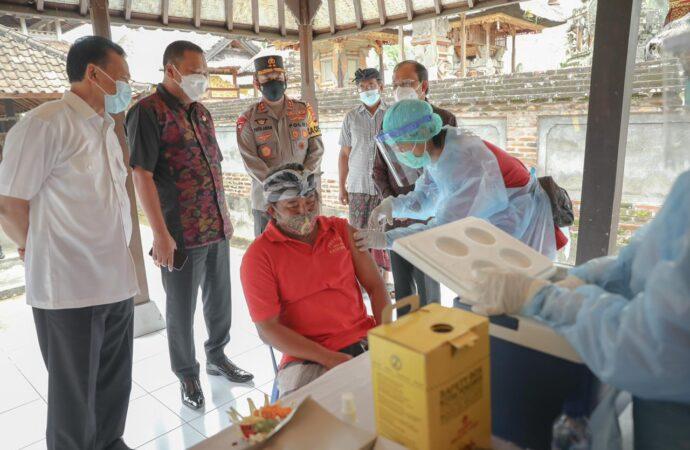 Jadi Pilot Project Zona Hijau, Warga 33 Banjar di Ubud Divaksin Massal