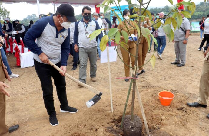 Buleleng Tanam Pohon di Bendungan Tamblang