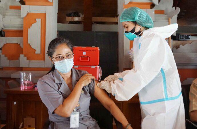 Buleleng Lakukan Vaksinasi Covid-19 Tahap Kedua Termin Pertama