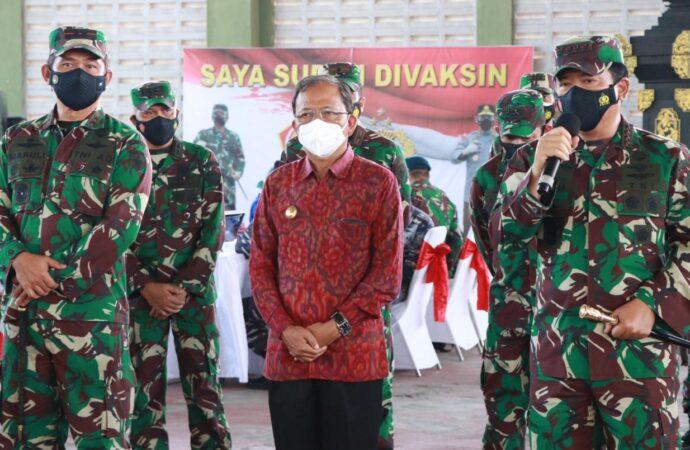 Gubernur Koster Dampingi Panglima TNI dan Kapolri Tinjau Vaksinasi Bagi Personel TNI/Polri