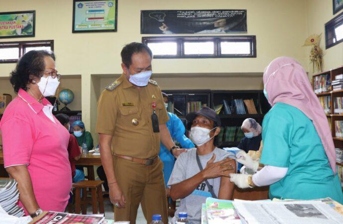 Vaksinasi di Pasar Sempidi dan Dalung