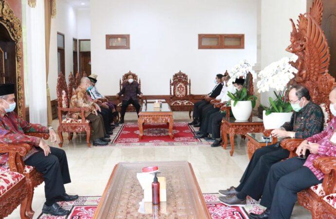 Gubernur Koster Siap Fasilitasi Vaksinasi Massal kepada Tokoh Agama di Bali