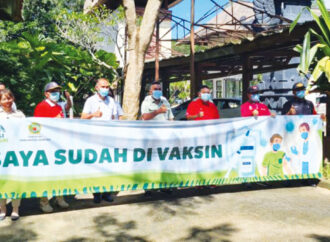Employees of Bali Safari Vaccinated
