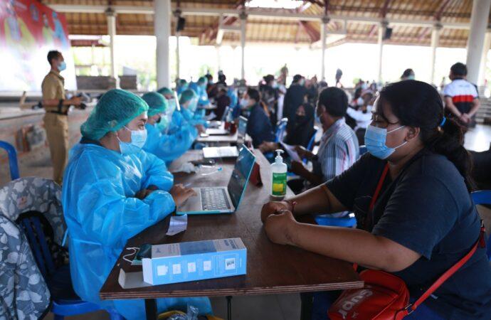 20 Warga Papua di Klungkung Ikuti Vaksinasi Tahap Pertama
