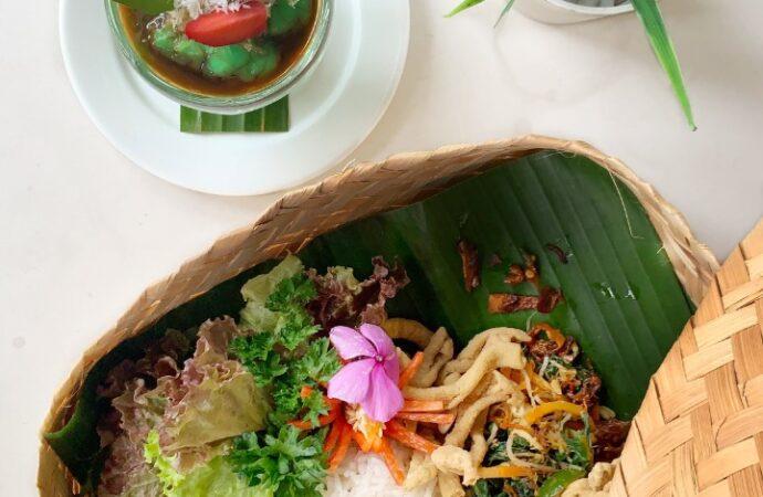 """""""Besek Nasi Campur dan Takjil Gratis"""" di Hotel Infinity8 Bali"""