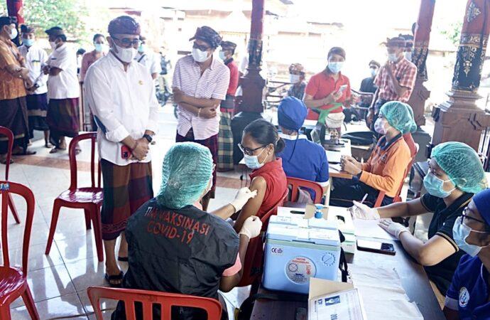 Vaksinasi di Desa Kesiman Petilan