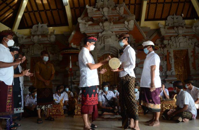 Bantuan Angklung untuk Sanggar Sancita Werdhi di Banjar Panti Giri, Kutuh
