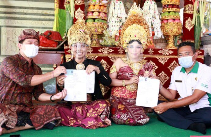 """22 Pasangan Pengantin di Klungkung Terima """"Kawismara"""""""