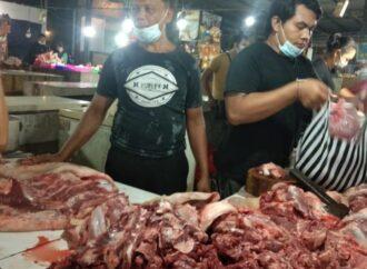 Distan Denpasar Cek Kesehatan Daging Jelang Penampahan Galungan