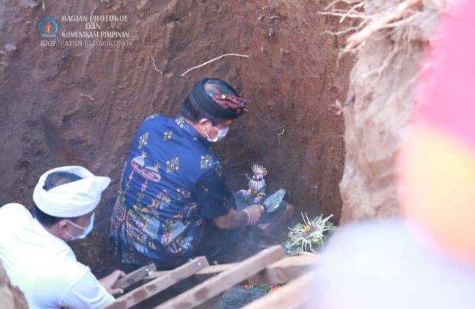 Bupati Suwirta Lakukan Peletakkan Batu Pertama TK Negeri Gema Santi