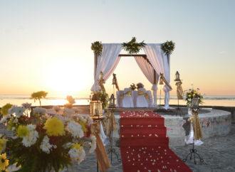 """""""Paket Pernikahan"""" di Grand Inna Bali Beach"""
