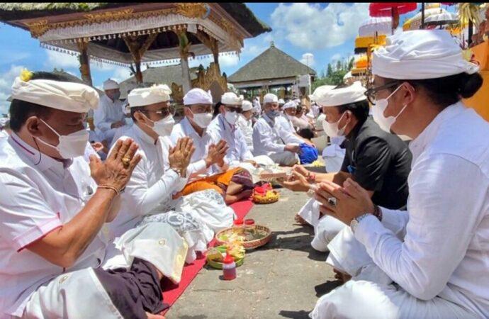 "Pemkot Denpasar ""Ngaturang Bhakti Penganyar"" di Pura Agung Besakih"