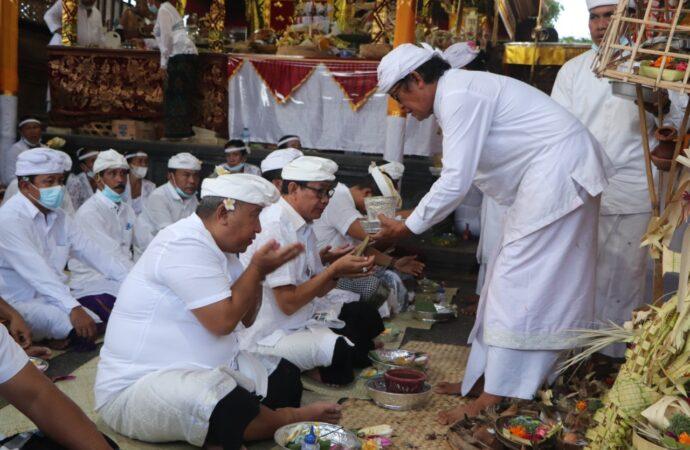 """Upacara """"Mendem Pedagingan"""" di Pura Dalem Kahyangan Banjar Anyar Kerobokan"""