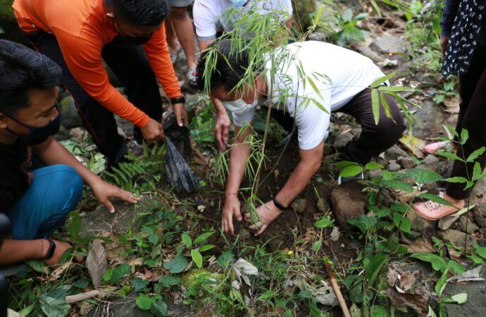 Penanaman Pohon di Desa Wisata Besan