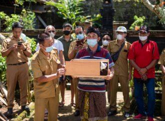 Sepasang Jalak Bali Dilepasliarkan