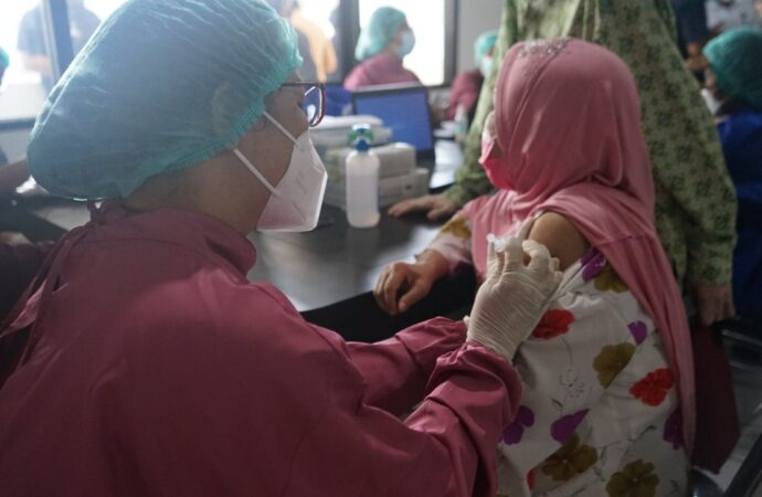 Vaksinasi Covid-19 di Kota Denpasar. Ini Datanya